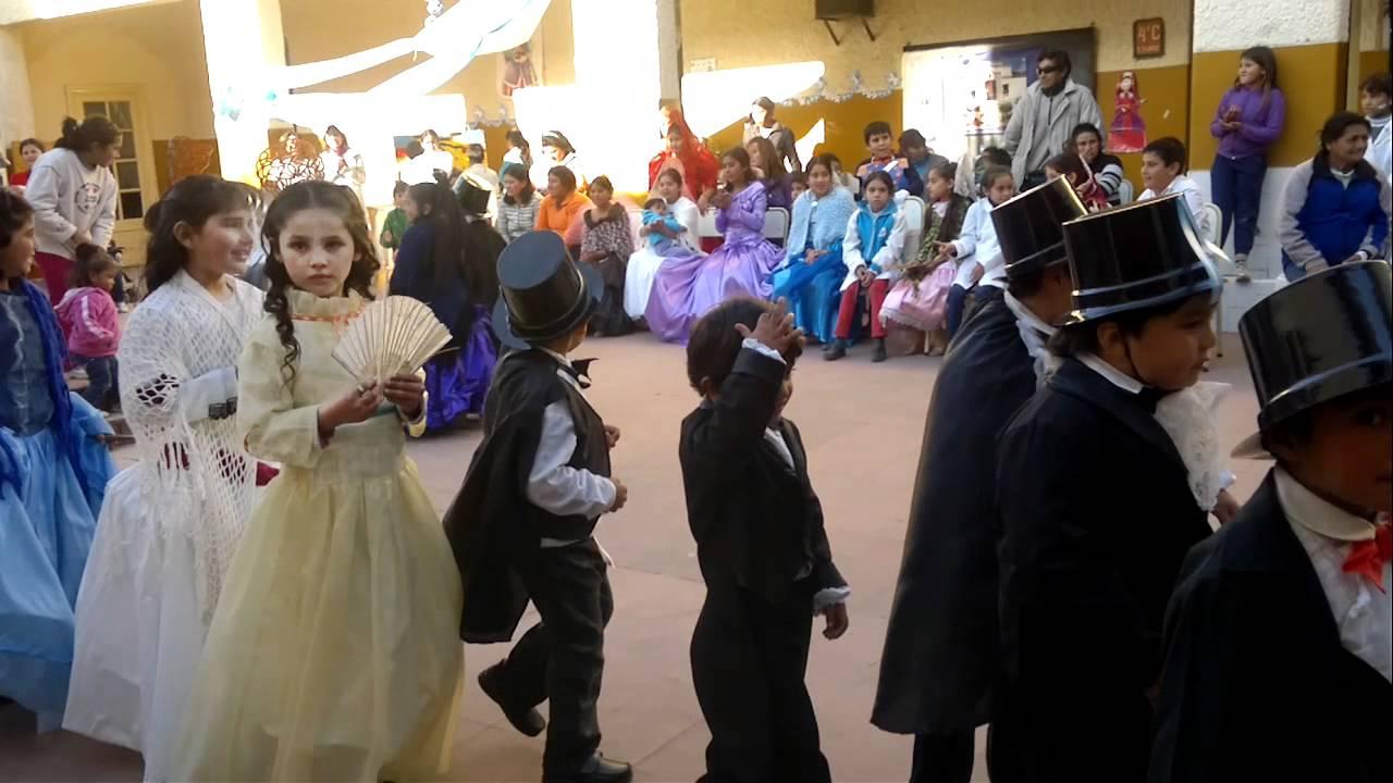 Desfile de vestimenta de época - YouTube