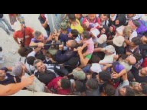 Minor scuffles among migrants at Mytilene port