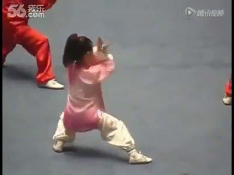 Jeune Fille Chinoise Zhang Yuting - Démonstration Taiji (Taichi) style Chen