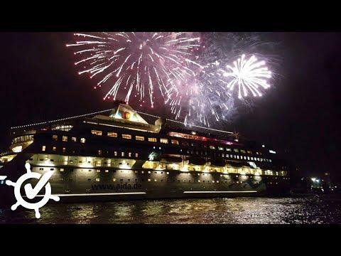 AIDAcara geht mit Feuerwerk in Hamburg auf Weltreise