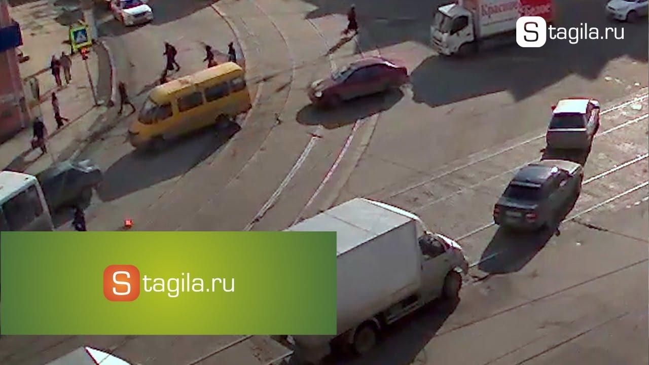 Автобус сбил пенсионерку на пешеходном переходе
