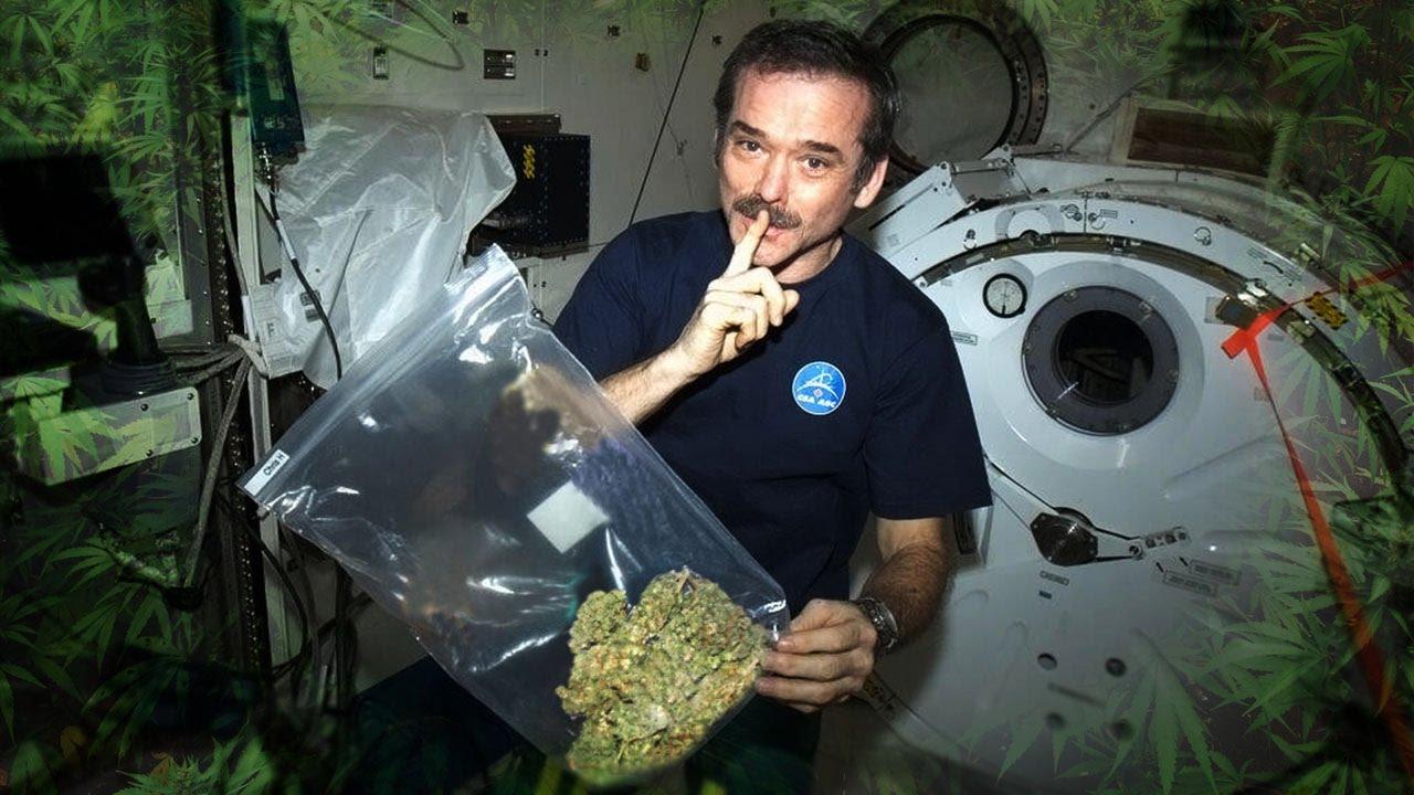 космонавт курит картинки недостаток