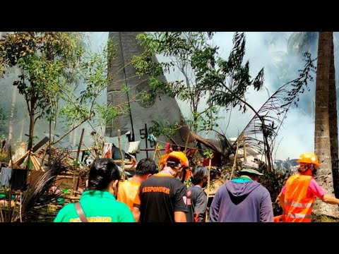 Philippine military plane in deadly crash after it 'misses the runway'