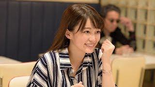 人気YouTuberの麻里絵(小倉優香)は、友達の香澄(山地まり)から連続殺人犯の話を聞いてそのネタを動画にアップする。するとそこに不穏なコメントがついて…。彼女に ...