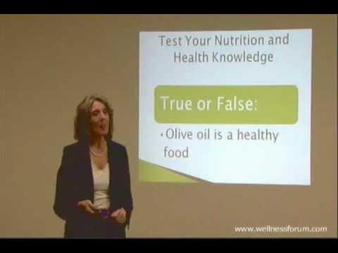 Dr. Pam Popper speaks at Dinner at the Wellness Forum