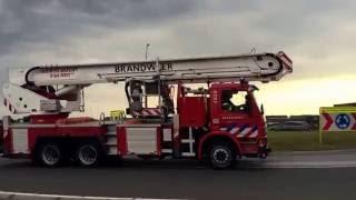 PRIO 1 brandweer voertuigen naar zeer grote brand in Waalwijk