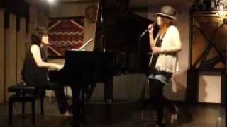 2011年7月9日 札幌市JAMUSICAで行なわれた、高橋智美(vo) ・泉谷さとみ(...