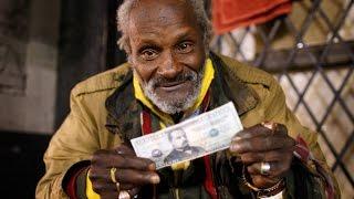 дал 1000 долларов на еду бездомному за его честность