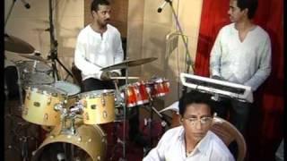 Song Etho ninaivugal kanavugal manadhile  film ; Agal vilakkku.