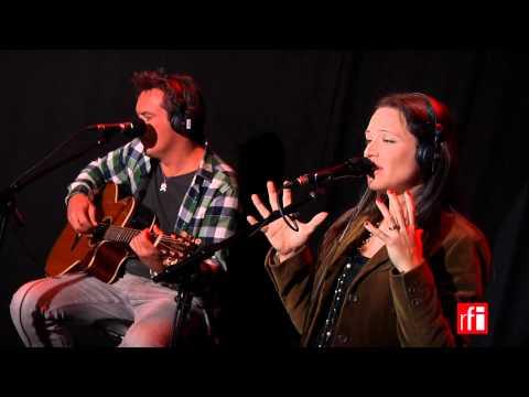 """Natasha St-Pier chante """"Evangéline"""" dans La Bande passante"""