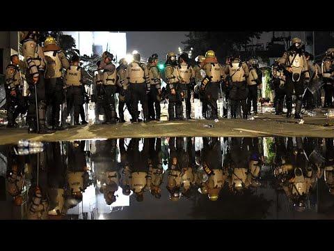 يورو نيوز:ليلة ثانية من العنف في إندونيسيا والشرطة تقبض على شخصين بايعا داعش…