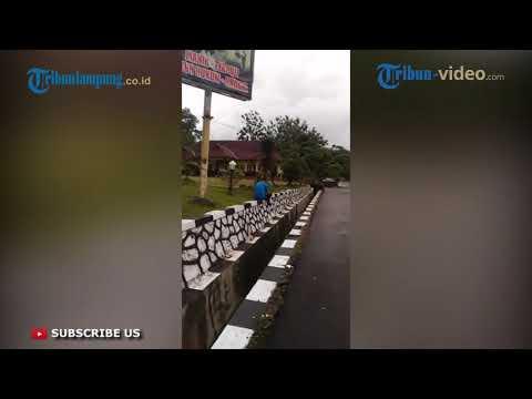 9 ANGGOTA DPRD LAMPUNG TENGAH DIPERIKSA KPK Mp3