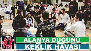 Türk genç erkekler folk düğün Keklik oyun havası Resimi