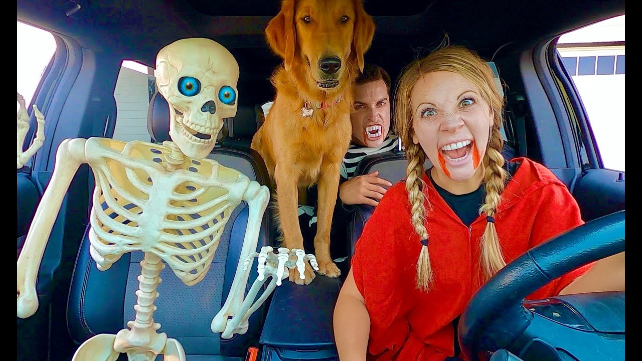 Skeleton Surprises Vampire & Puppy with Car Ride Chase!