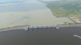 諫早湾干拓事業の干拓地と堤防排水門