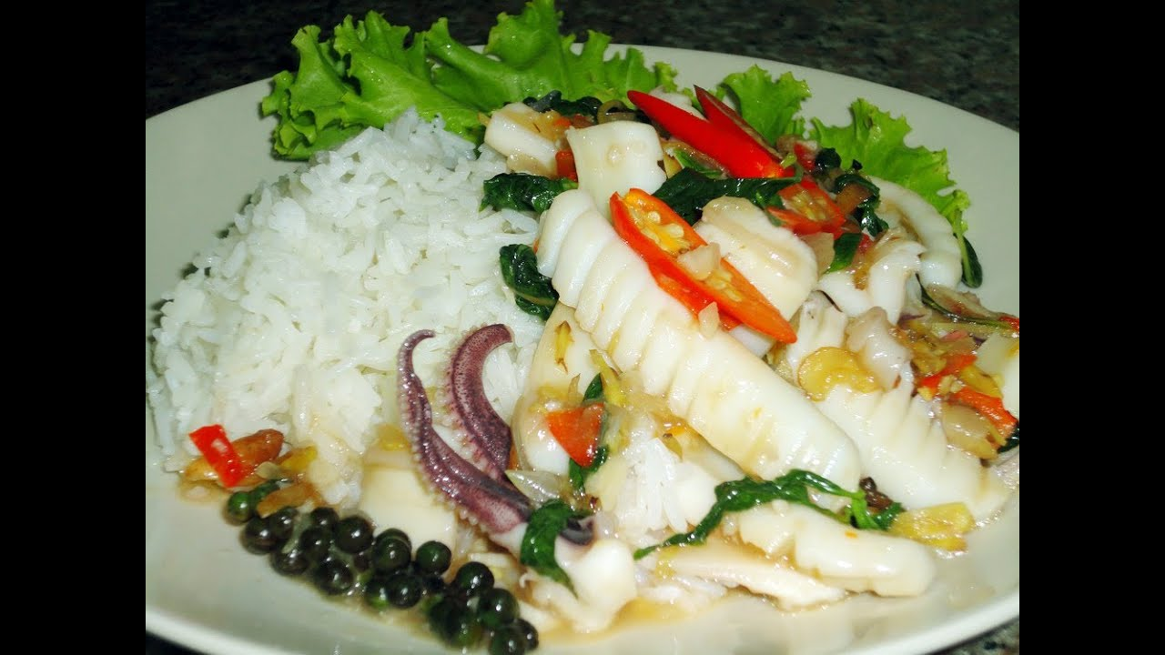 Thai food cooking tutorial phad cha with pla muek youtube forumfinder Image collections