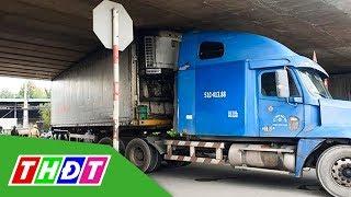 Xe container mắc kẹt khi chui qua gầm cầu dành cho xe máy | THDT