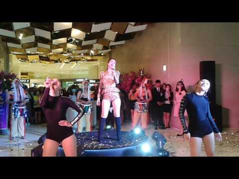 Đông Nhi hát Live Xin Anh Đừng ở Lottle Hà Nội 19.5.2017