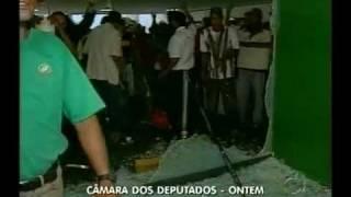 Baixar Manifestantes invadem congresso nacional usando a violência- Luiz de castro