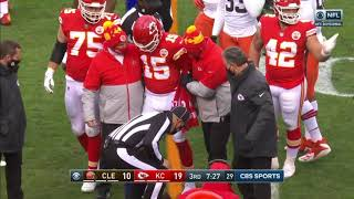 NFL - Knocked Senseless Patrick Mahomes in locker room - Concussion protocol? [2020 Playoffs]