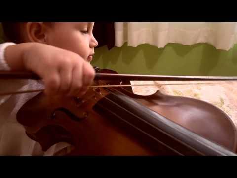 Meu primeiro violino.   My first violin.