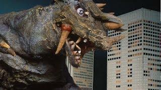 ラインファイト第十七話 多角怪獣ブラックサバス登場。 多角怪獣ブラックサバス 身長43m/体重3200t 頭部のスパイク状の角で突進していく。