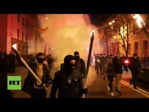 RAW: Ukrainian nationalists stage torch-lit march in Kiev