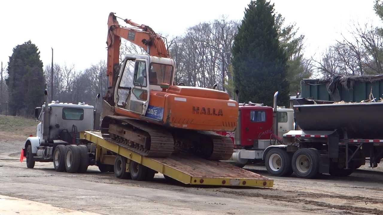 Loading An Excavator Onto A Tilt Top Trailer Hd Youtube