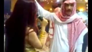 سعوديون في مرقص دعارة في البحرين (SD)