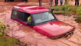 Land rover discovery Stuck In Deep Mud Mud Crossing