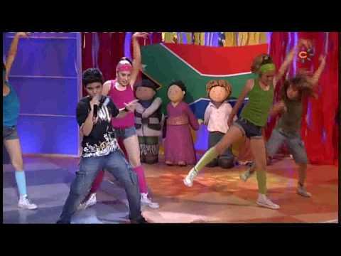 """Abraham Mateo (11 años) - canta al Mundial  """"WAVING FLAG"""" (Bandera de Libertad)"""