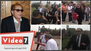 بالفيديو.. العلايلى ويوسف شعبان ومحمود سعد فى جنازة الفنان محمود عبد العزيز