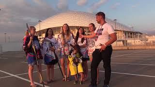 Девушки из Сочи ищут спонсора, чтобы создать крутую хоккейную команду