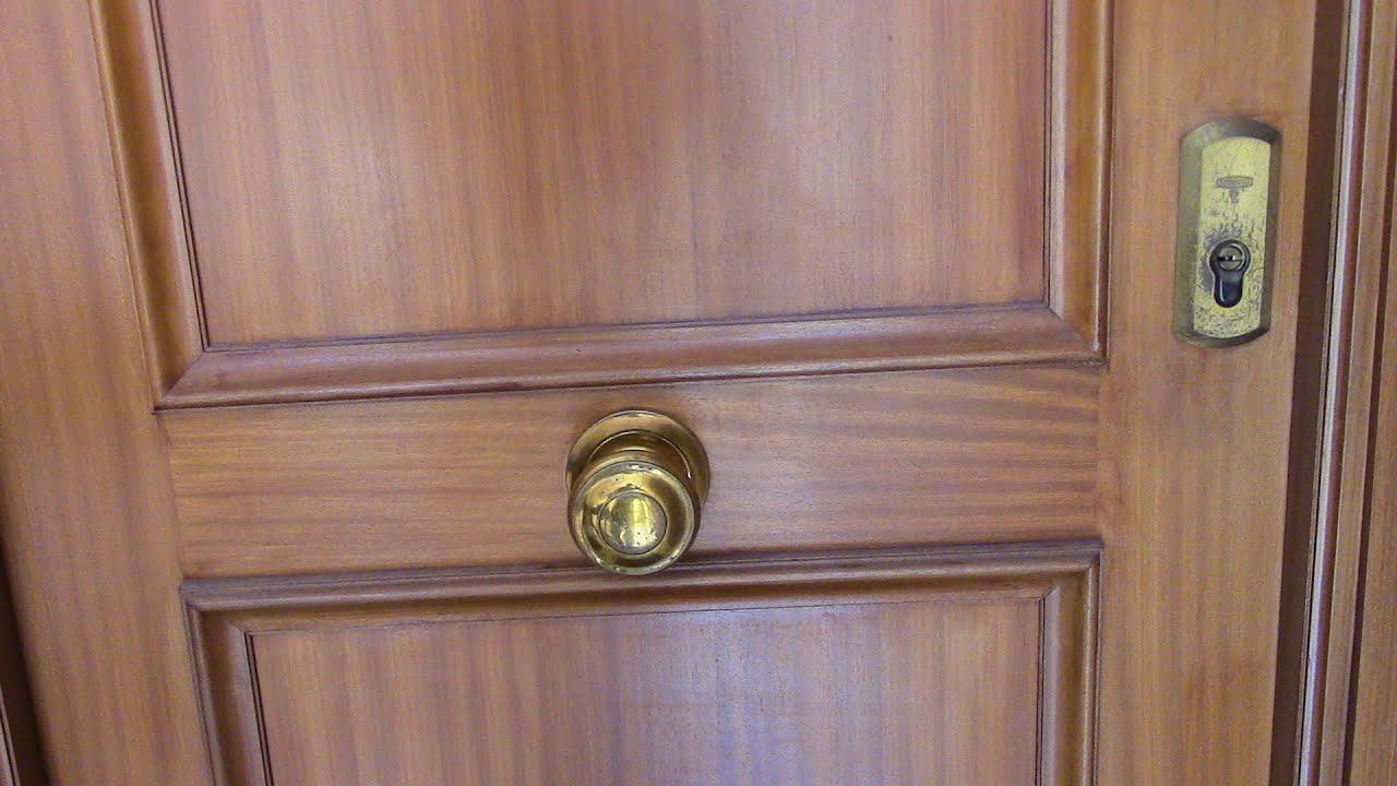 Tirador o pomo en puerta de entrada reparaciones del hogar - Puerta de entrada ...