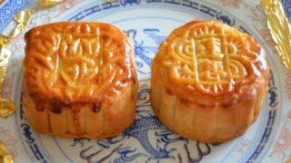 Cantonese salted egg yolk with Lotus paste mooncake, 廣東鹹蛋黃蓮蓉月餅