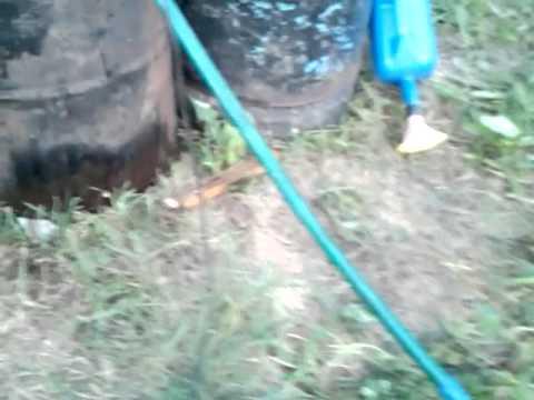 Полив огорода с помощью пластиковых бутылок, фото и видео