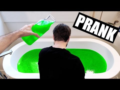 SLIME PRANK SUR CARL IS COOKING - HUBY - JE BLOQUE LA SALLE DE BAIN