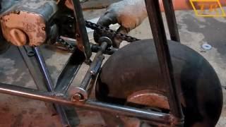 Мопед из бензопилы #2.0 делаю тормоза(В этом видео Мопед из бензопилы #2.0 я сделаю тормоза ,закреплю бак ,и приварю подножку.А в предыдущих видео..., 2016-09-07T15:14:50.000Z)