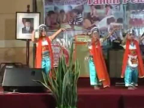 tari tradisional ongkek manis