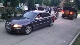 Audi A8 4.2 TDI vs Land Rover Deffender (Albania)