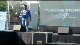 Kumar Vishwas Shayari  by (VIKKY RANA)in a concert d.a.v college delhi...