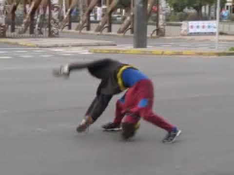 A creative street artist in Santiago de Chile