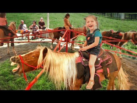 Adley rides BABY SPIRIT the horse!! Feeding Farm Animals at the Fair with Niko and Mom!