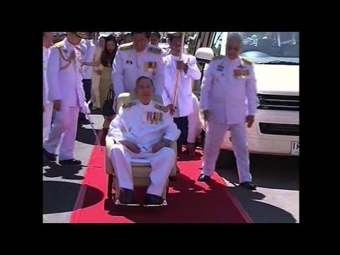 Thai king makes rare public appearance