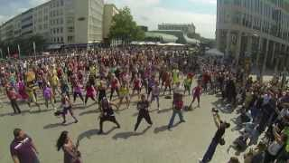 Download Zumba Flashmob Hannover Kröpcke 17.08.2013 Official - Orga - Cut Dj Dale Play Zumba