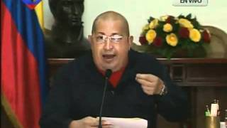 CHAVEZ IMITA A MARIA CORINA