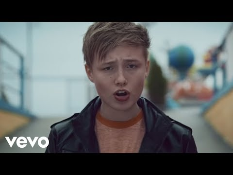 Isac Elliot - First Kiss (Official Music Video)
