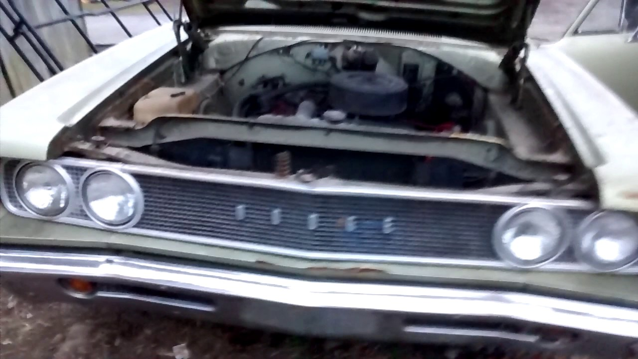 40 year old muscle car start and idle - YouTube