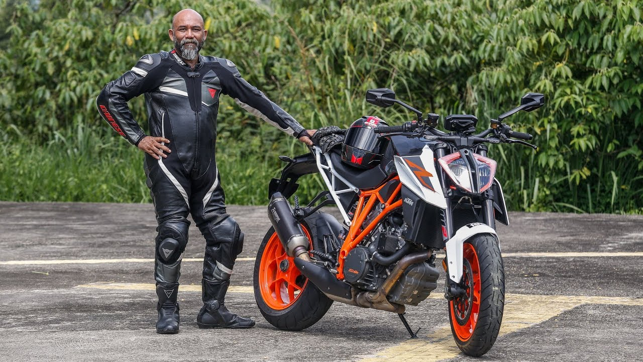 first ride 2017 ktm 1290 super duke r malaysian review rm118k youtube. Black Bedroom Furniture Sets. Home Design Ideas