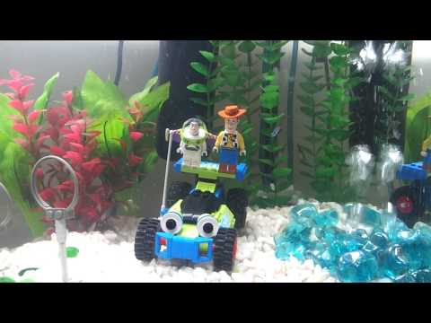 Lego decorated aquarium doovi for Harry potter fish tank